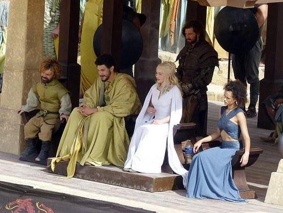 Tyrion in Daenerys na istem kraju ob istem času | Twitter