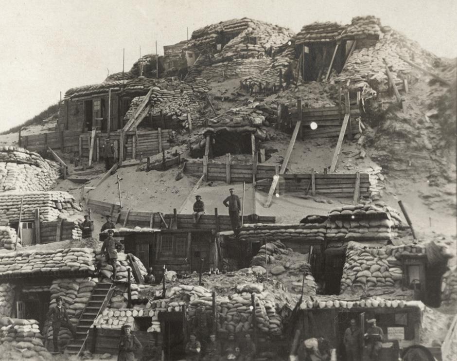 Nemška opazovalnica na belgijski fronti blizu mesta Yser, 1917.