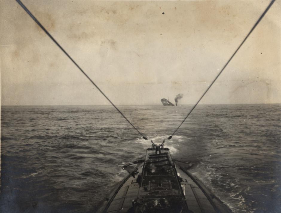 Nemška podmornica je potopila zavezniško tovorno ladjo v Atlantiku, 1915.