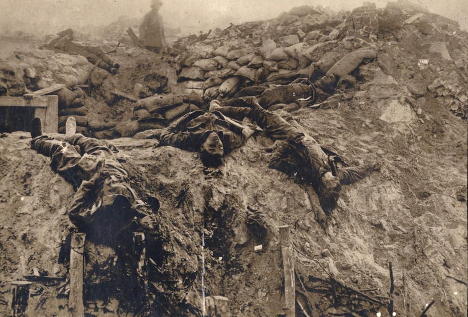 Britanske žrtve v strojničnem gnezdu na zahodni fronti, 1918.