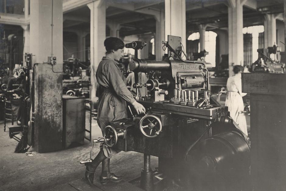 Francoske ženske med izdelovanjem streliva, 1916.