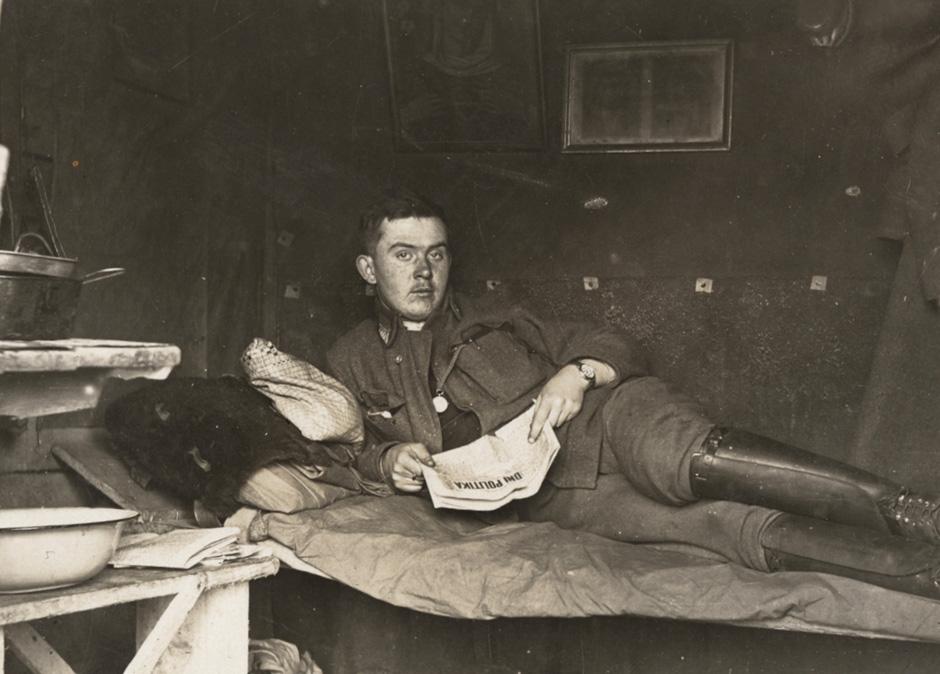 Avstro-ogrski vojak v svojem bunkerju, 1916.
