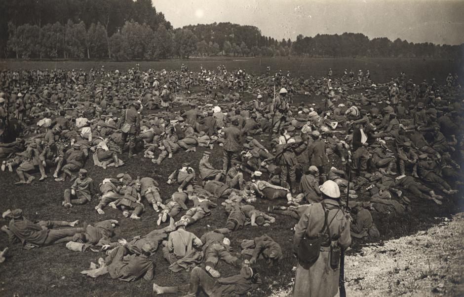 Zajeti nemški vojaki na zahodni fronti, avgust 1916.